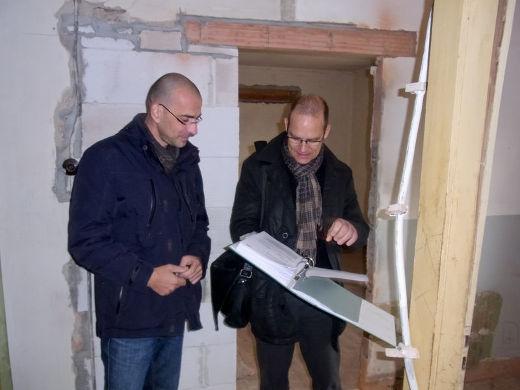 Vor Modernisierungsbeginn – Abstimmung und Blick in die Pläne © Bauherren-Schutzbund e.V.bsv