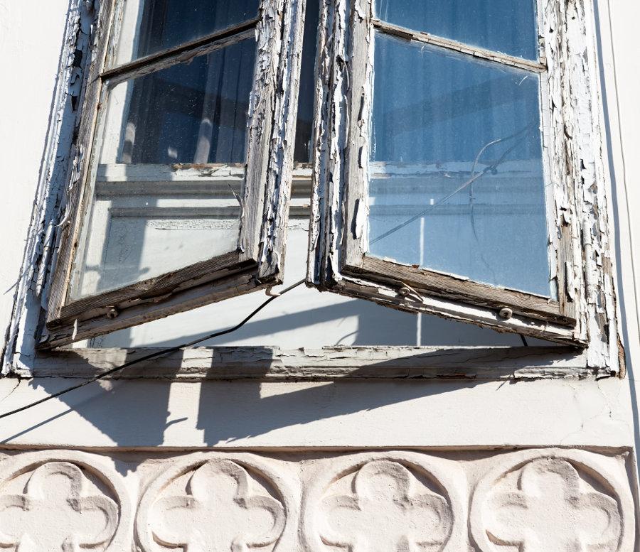 Altes Sprossenfenster © Gina Sanders, stock.adobe.com