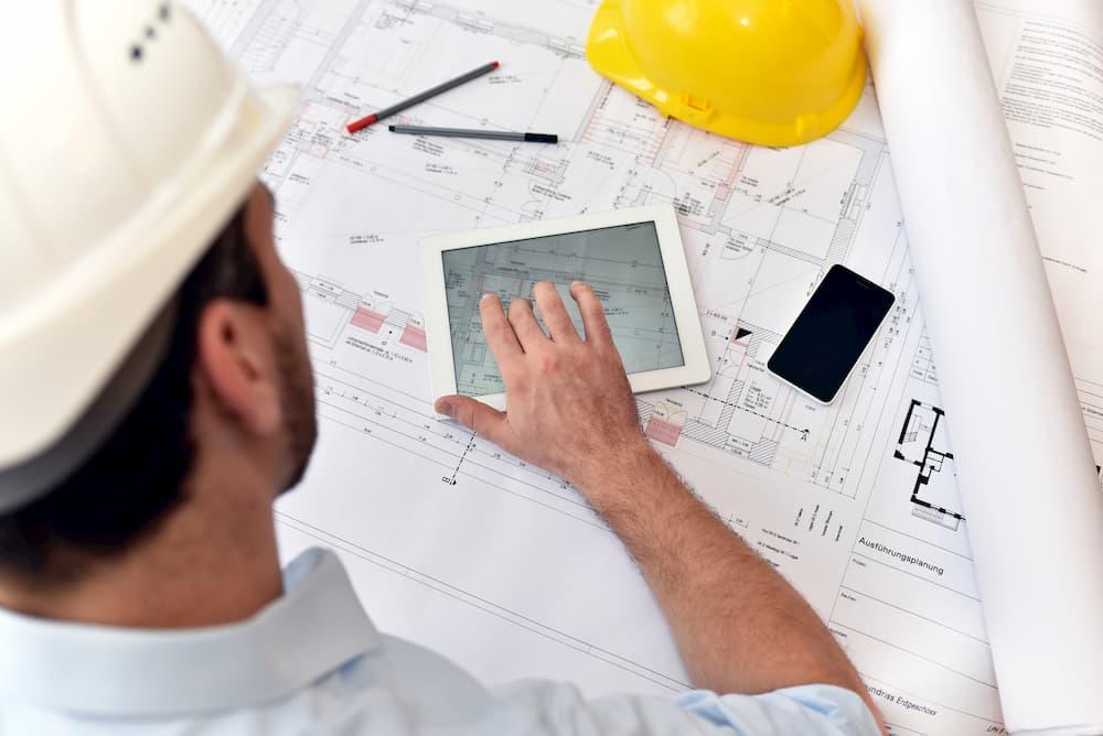 Architekt bei der Bauplanung © industrieblick, stock.adobe.com