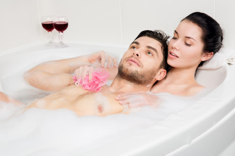 Badewanne für zwei Personen © alexsokolov, stock.adobe.com
