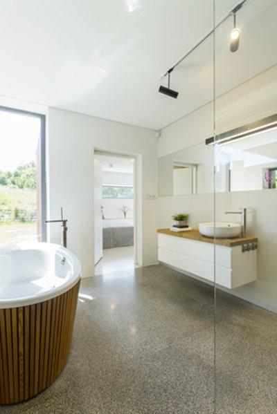Badezimmer mit Granitboden © photographee.eu, fotolia.com