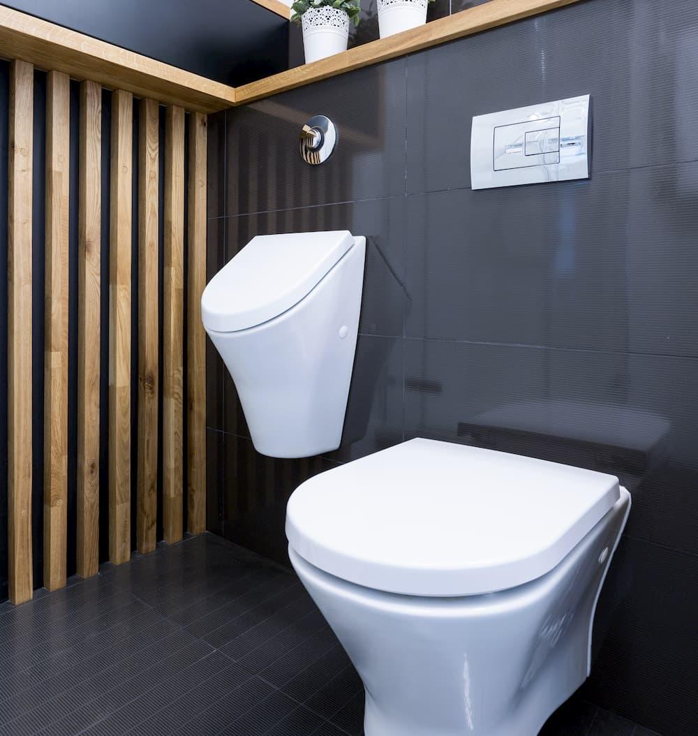 Badezimmer mit schwarzen Fliesen © Photographee.eu, stock.adobe.com