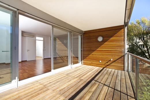 Balkon mit Holzboden © Creativmarc, fotolia.com