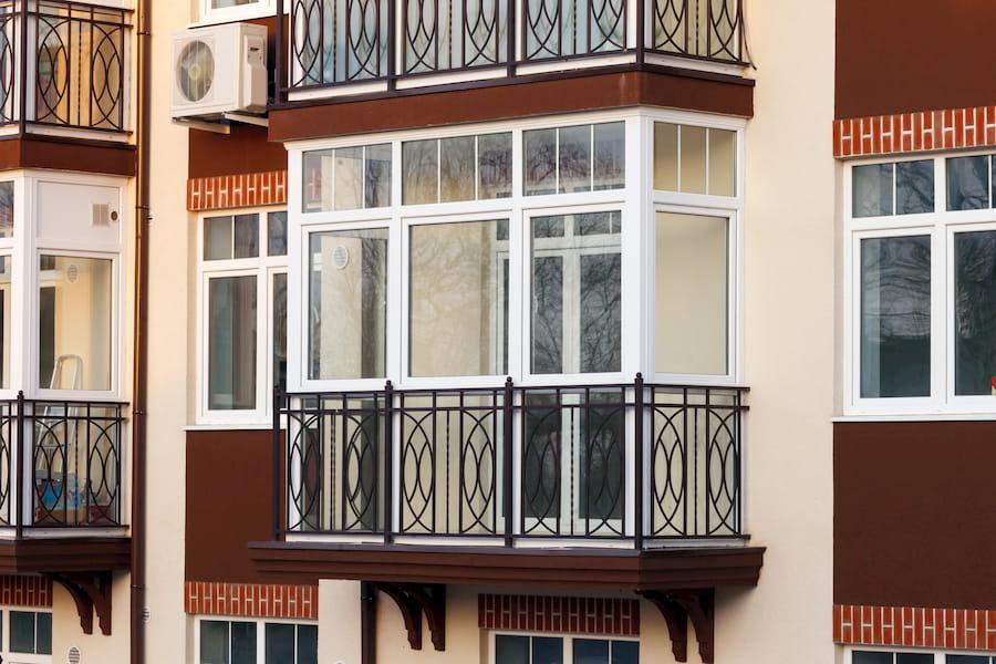 Balkonverglasung © Aleksandr Simonov, stock.adobe.com