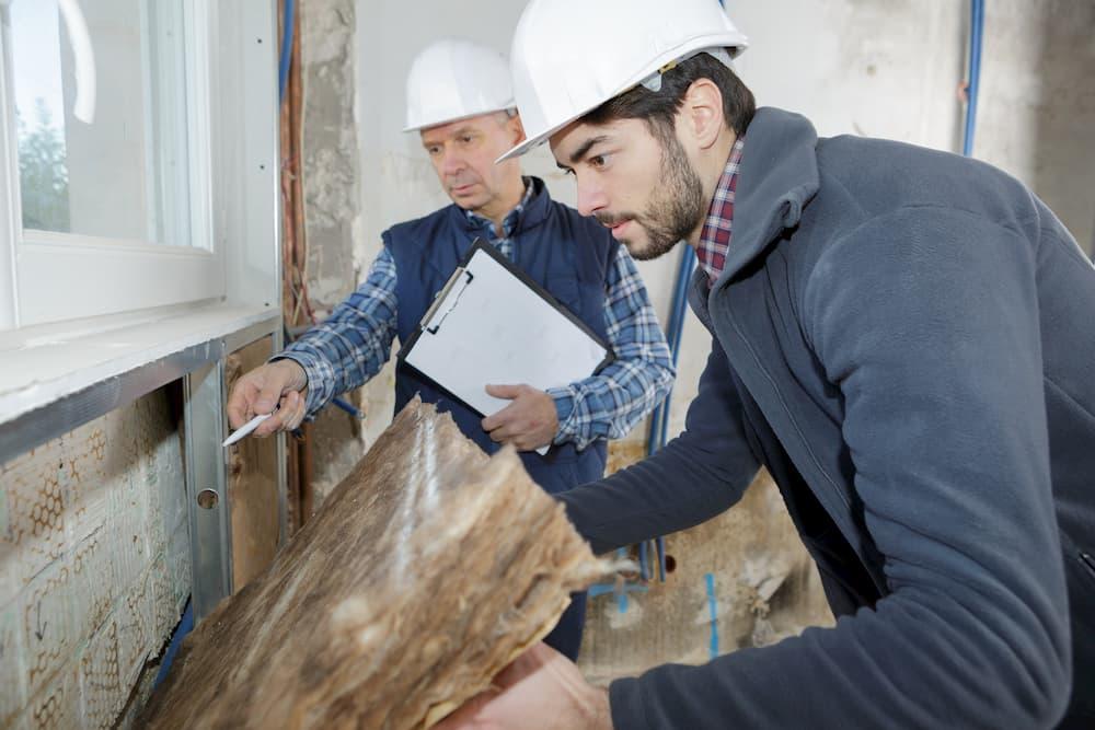 Bausachverständiger auf der Baustelle © auremar, stock.adobe.com