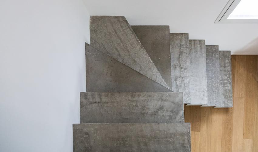Betontreppe im Haus © tostphoto, stock.adobe.com