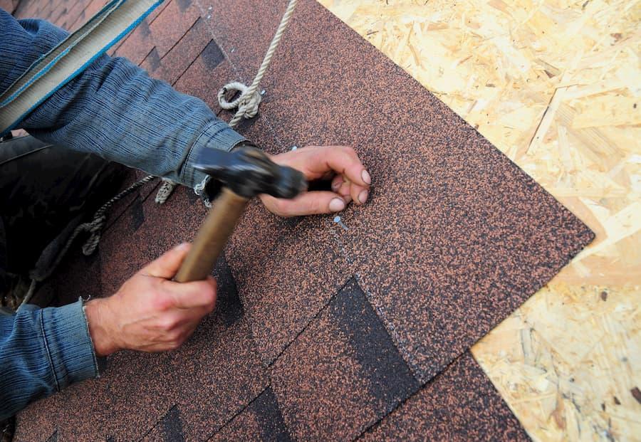 Relativ Dach decken mit Bitumenschindeln VN16