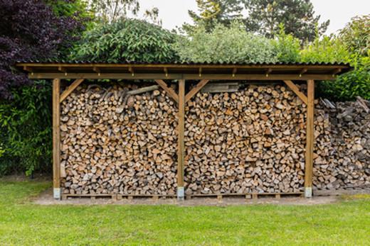 kaminholz brennholz richtig lagern feuchtigkeit vermeiden. Black Bedroom Furniture Sets. Home Design Ideas