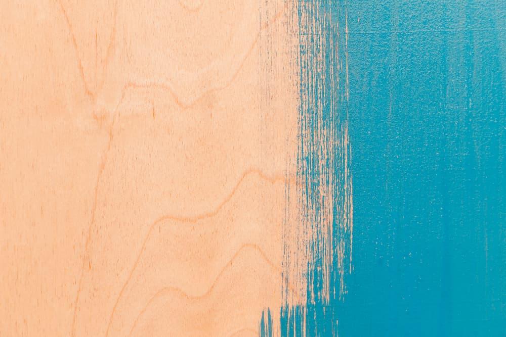 Holz bunt lackieren © Evgenia Terekhova, stock.adobe.com