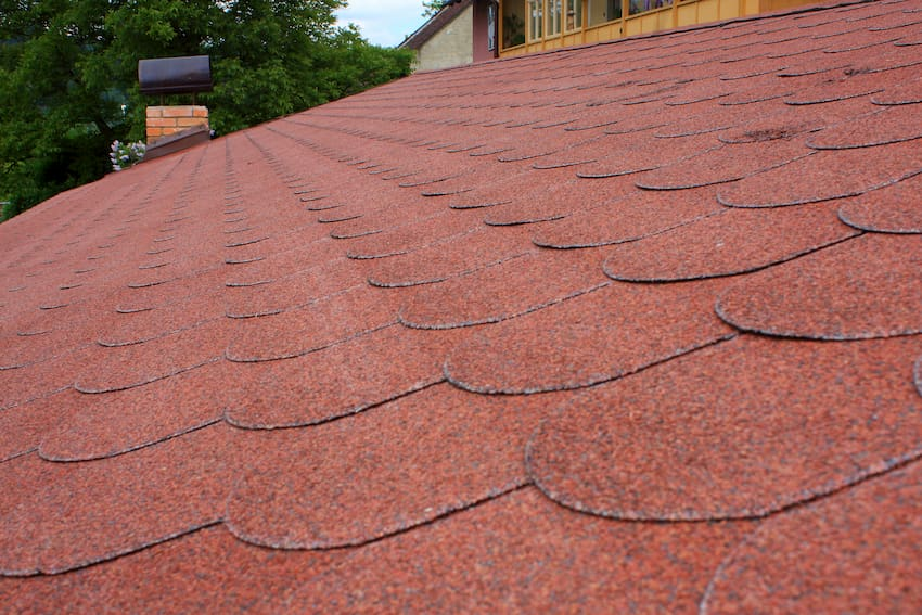 Dach mit Bitumenschindeln © Petr Necas, stock.adobe.com