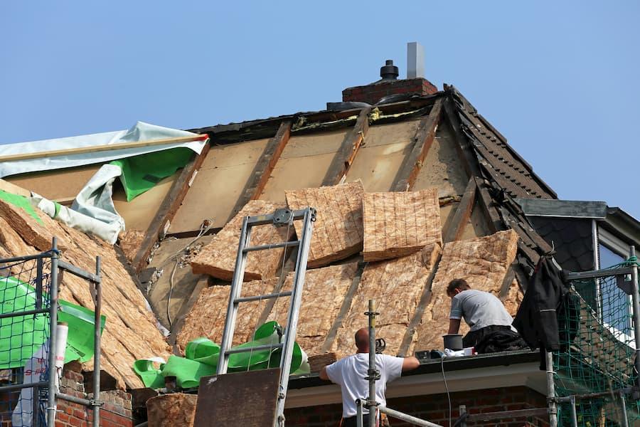 Dachsanierung inkl. Dämmung © Kara, stock.adobe.com