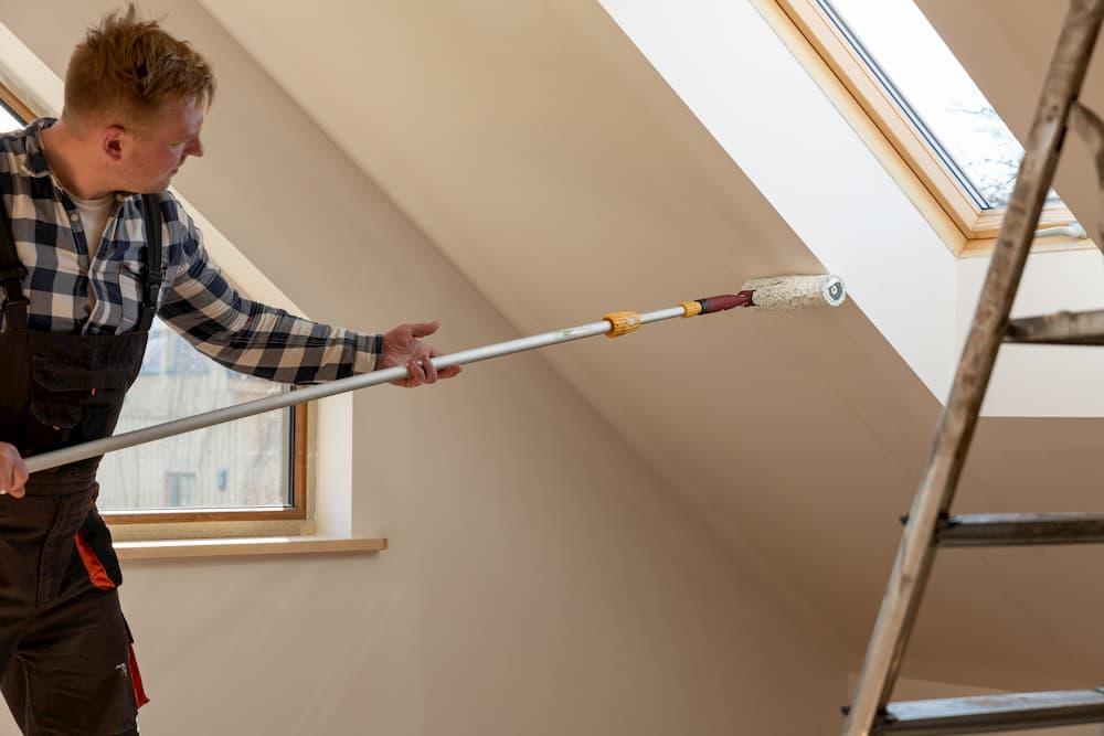 Dachschräge streichen © artursfoto, stock.adobe.com