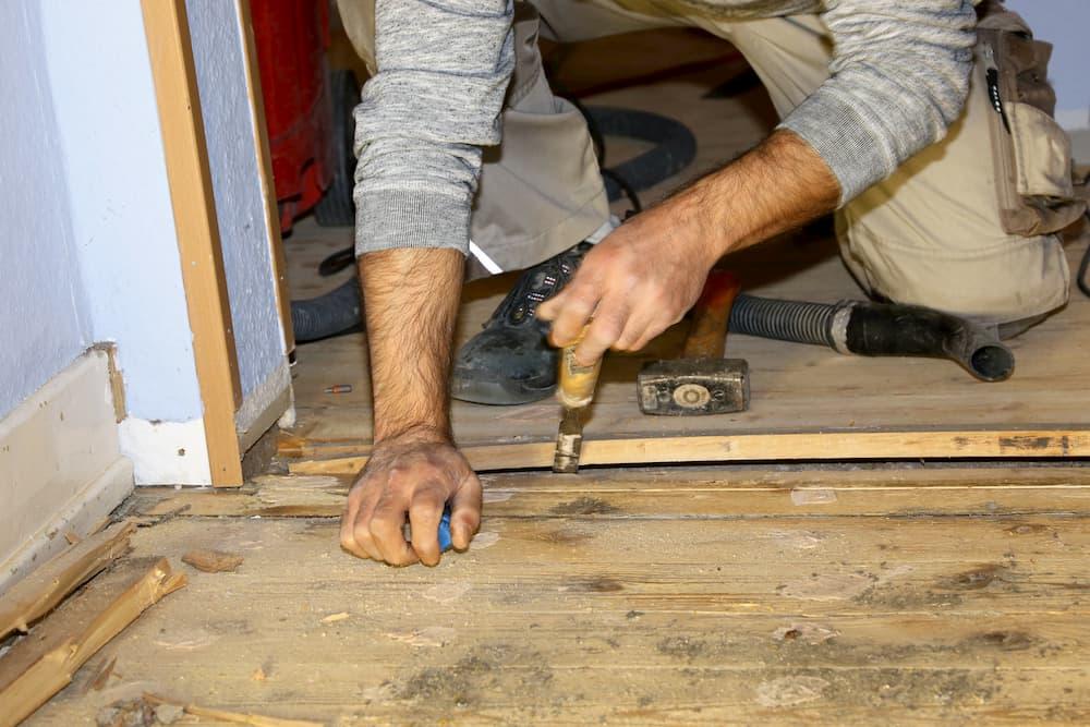 Dielenboden aufarbeiten © U. J. Alexander , stock.adobe.com