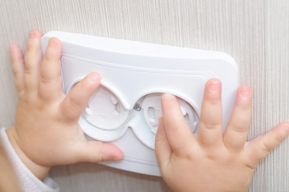 Drehsicherungen zum Einkleben in vorhandene Steckdosen © aynur_sh, stock.adobe.com