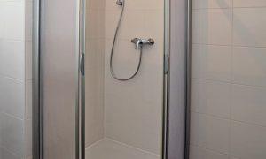 Duschabtrennungen – Echtglas oder Acryl