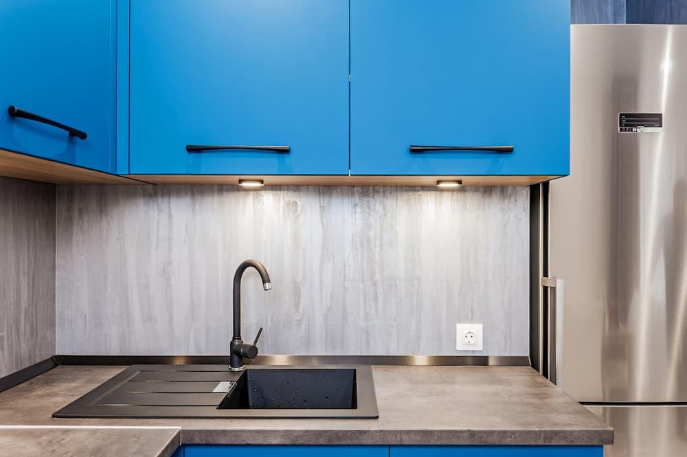 Eckhochschrank in der Küche © flywish, stock.adobe.com