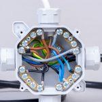 Leitungen und Kabel verbinden
