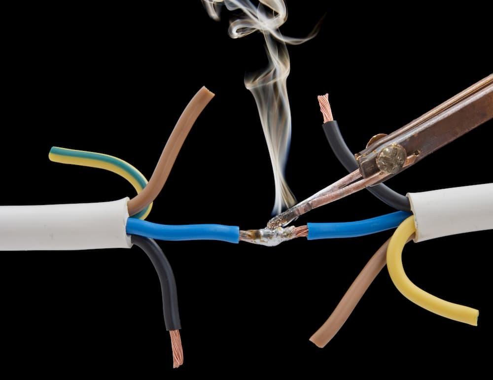 Elektrokabel reparieren: Kabel löten © Anatol, stock.adobe.com