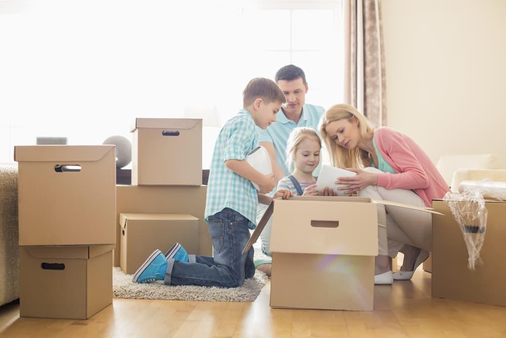 Familie zieht um © moodboard, stock.adobe.com