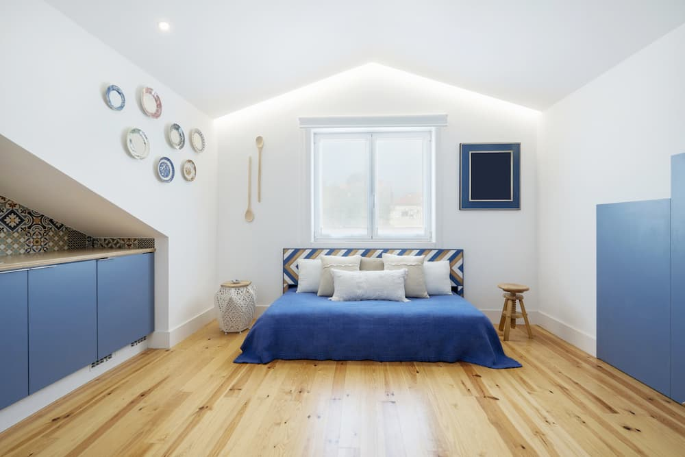 Schlafzimmer in blau-weiß © Annatamila, stock.adobe.com