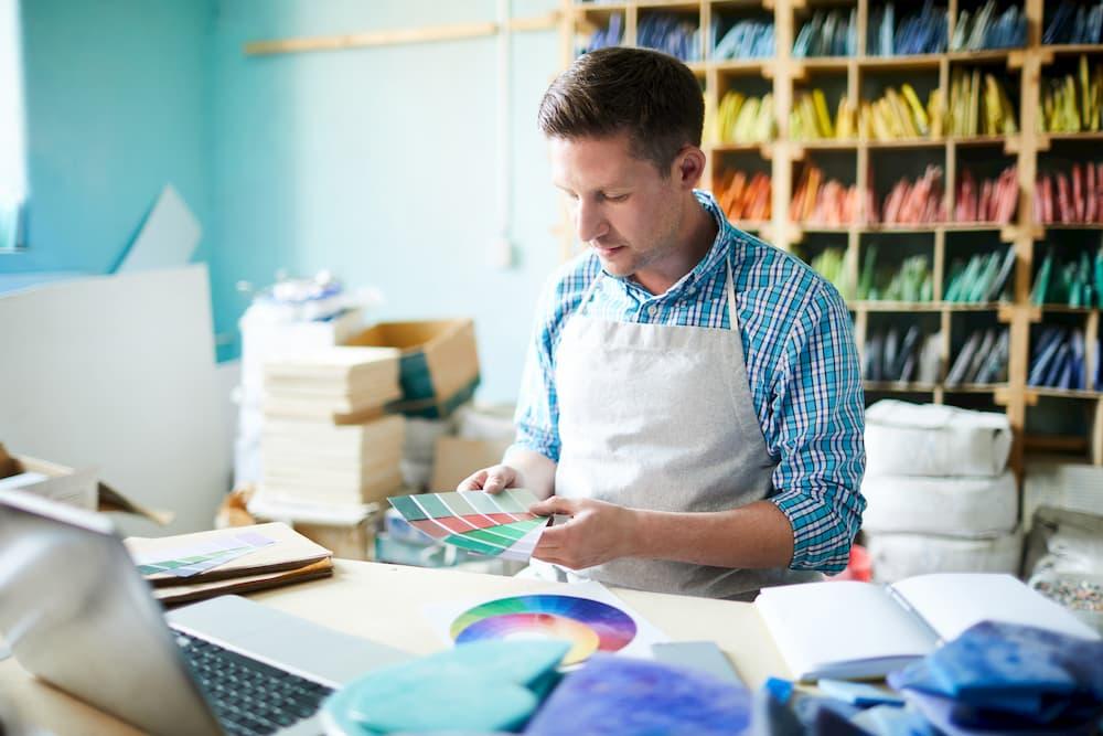 Farben geschickt kombinieren © pressmaster, stock.adobe.com