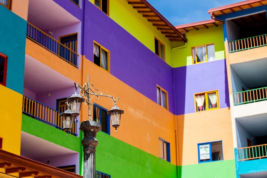 Bunte Fassadenfarben © anamejia18, stock.adobe.com