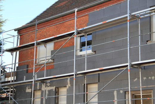 Gerüst für Fassadendaemmung © fotolia.com