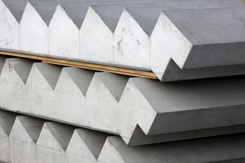 Fertige Betontreppen produziert im Betonwerk © anderssehen, stock.adobe.com