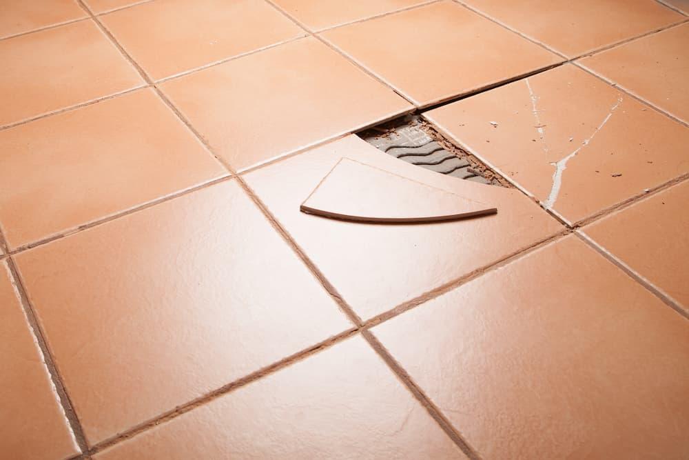 Gebrochene Fliese © Hope, stock.adobe.com