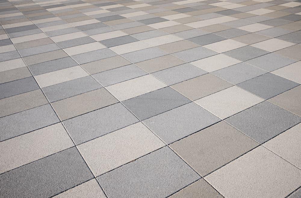Durch Fliesen in verschiedenen Farben wirkt ein Fußboden lebendig © SusaZoom , stock.adobe.com