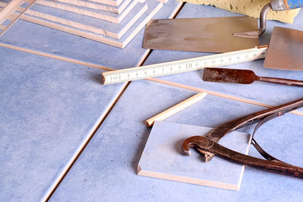Fliesenleger Werkzeug © fontanis, stock.adobe.com