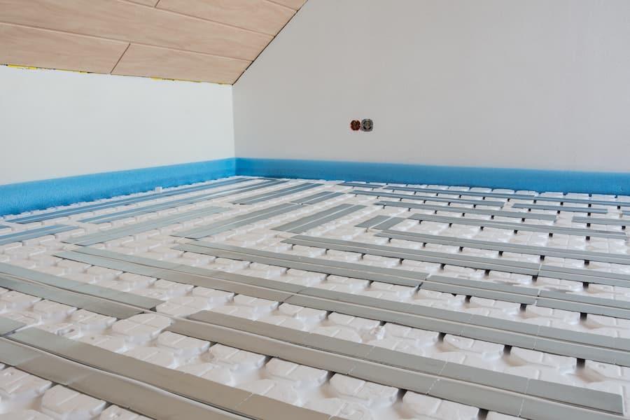 Fussbodenheizung im Trockensystem © skatzenberger, stock.adobe.com
