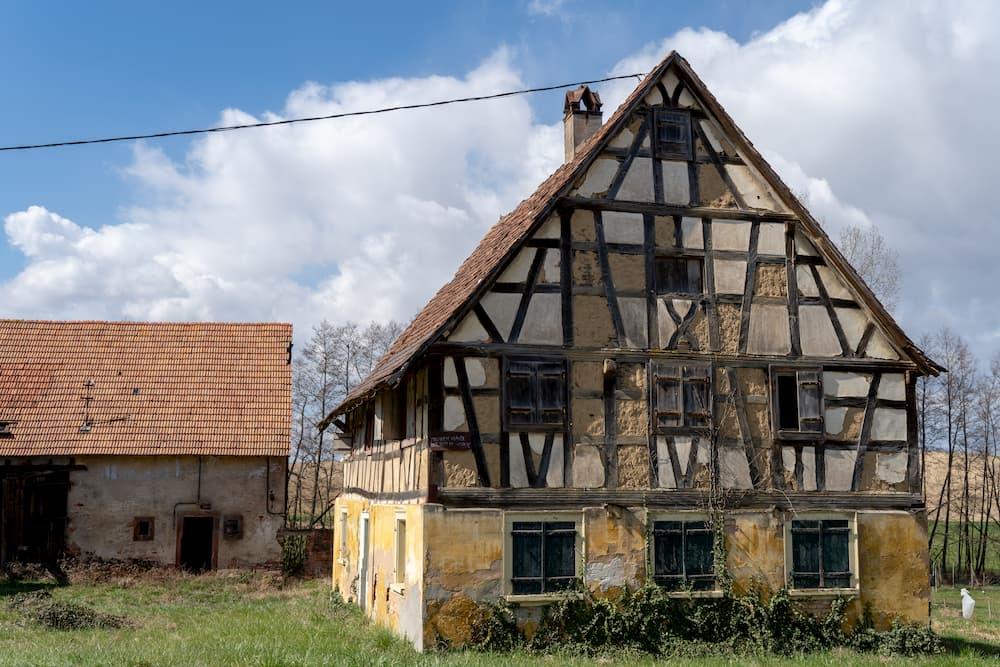 Baufälliges Haus © Volker Loche, stock.adobe.com