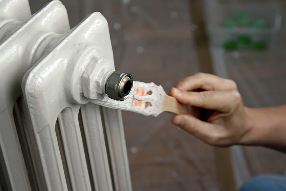 Heizkoerper streichen, lackieren © NLPhotos, stock.adobe.com