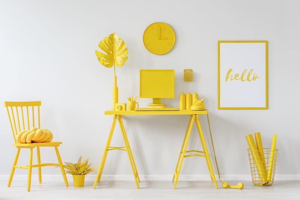 Gelb lackierte Holzmöbel © photographee.eu, stock.adobe.com