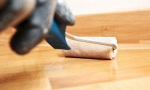 Holz mit Klarlack schützen