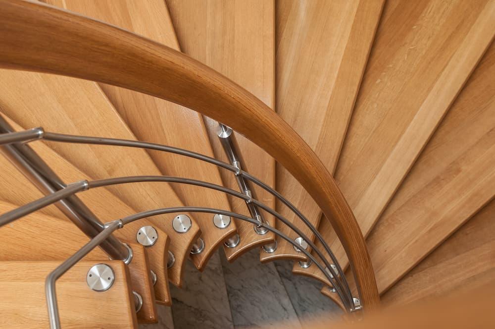 Holz-Metall-Treppe © pixarno, stock.adobe.com