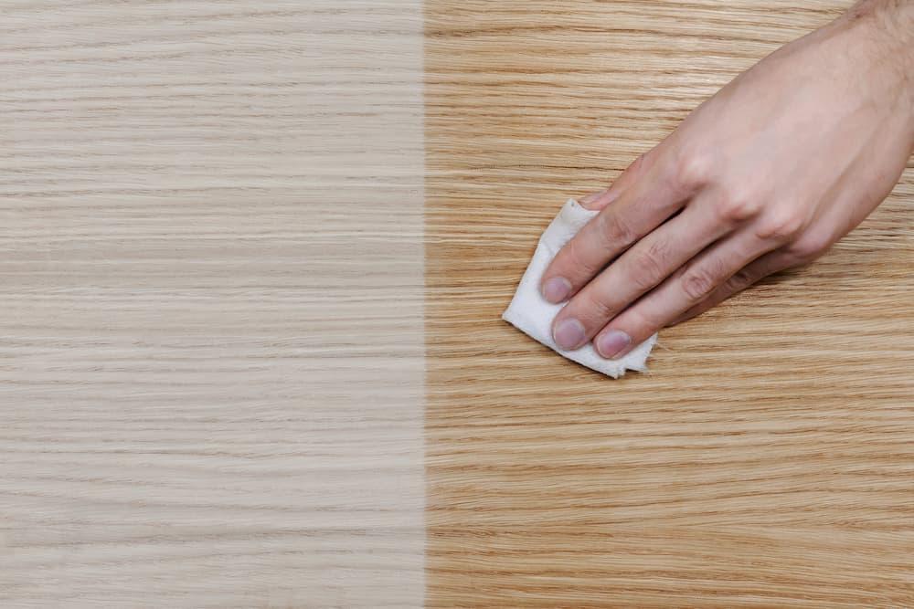 Holz wird durch ölen zunächst dunkler © nadezhda, stock.adobe.com