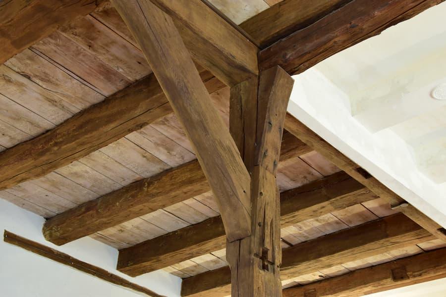 Holzbalkendecke © hydebrink, stock.adobe.com