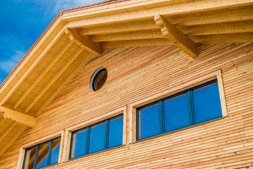 Anstrich von Holzfassaden