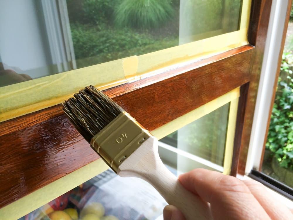 Holzfenster streichen, lackieren © Jürgen Fälchle, stock.adobe.com