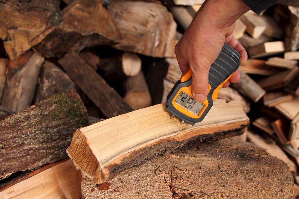 Holzfeuchte messen © maho, stock.adobe.com