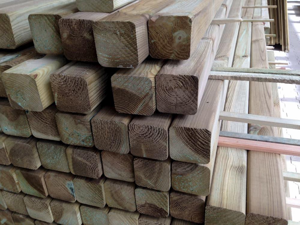 Kesseldruckimprägnierte Holzpfosten © Bierwirm, stock.adobe.com