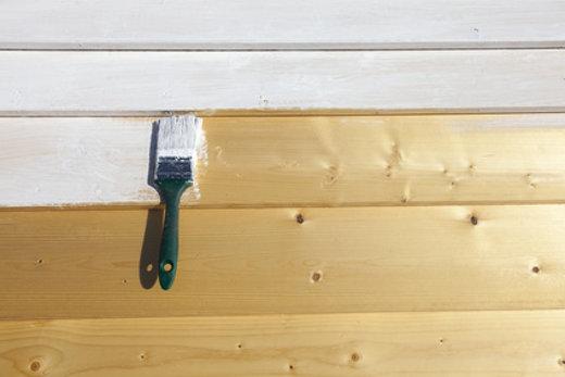 Holzwand neu streichen © Style Photography, fotolia.com