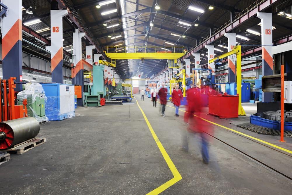 Industriehalle mit Verbundestrich © shock, stock.adobe.com