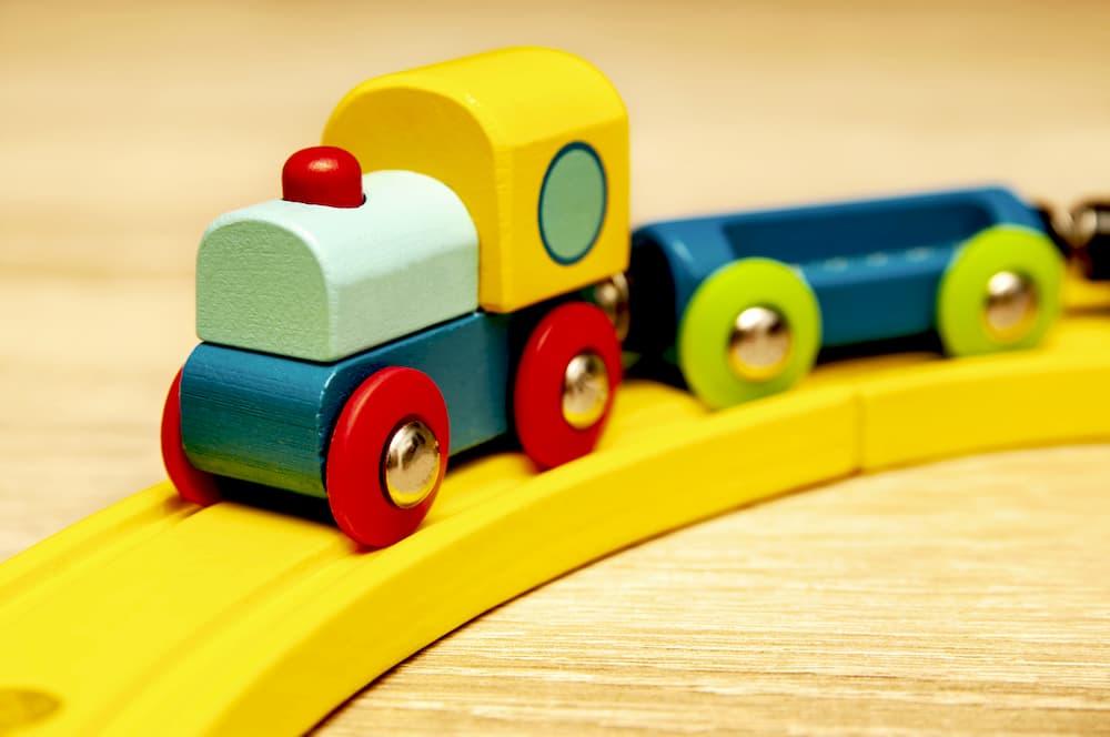 Kinder Holzeisenbahn © Sauerlandpics, stock.adobe.com