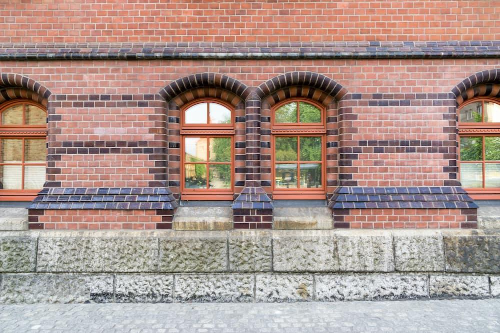 Klinkerfassade mit Fenster © tl6781, stock.adobe.com