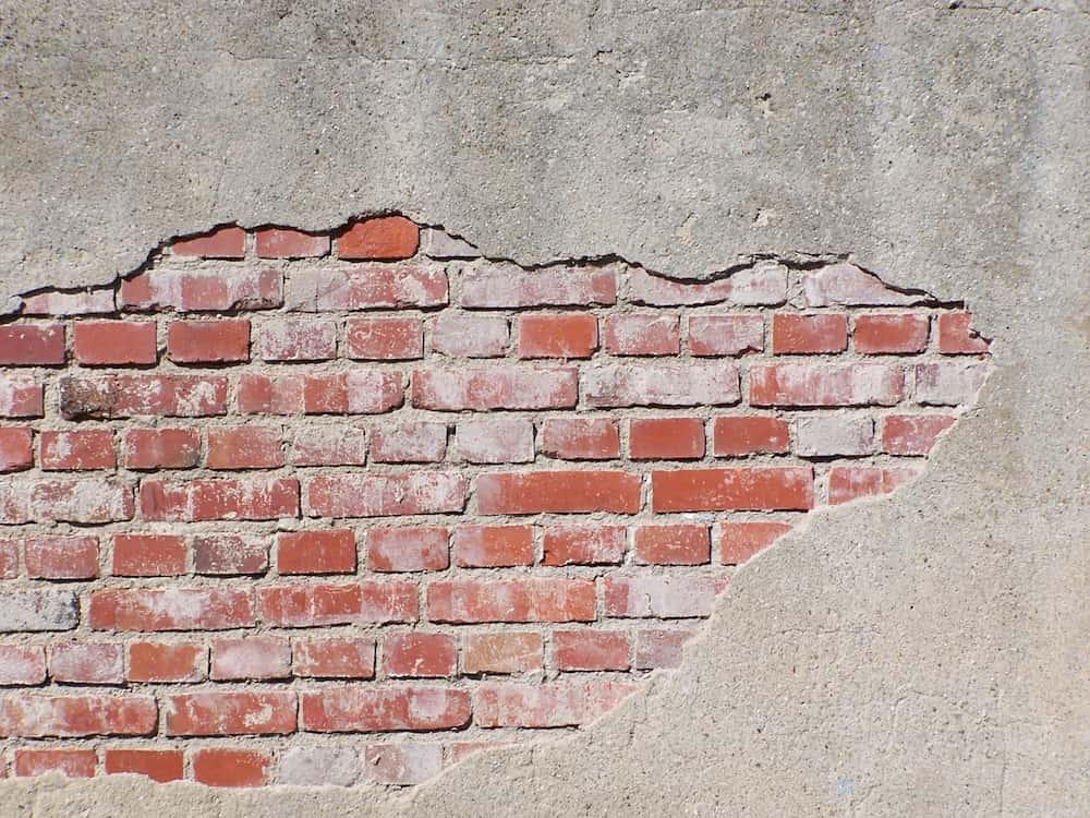 Verputzte Klinkerwand: Putz löst sich © Frank-Peter Funke, stock.adobe.com