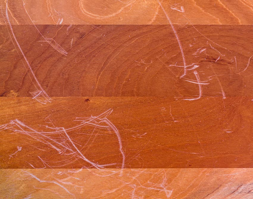 Kratzer im Holzboden © S_Chatcharin, stock.adobe.com