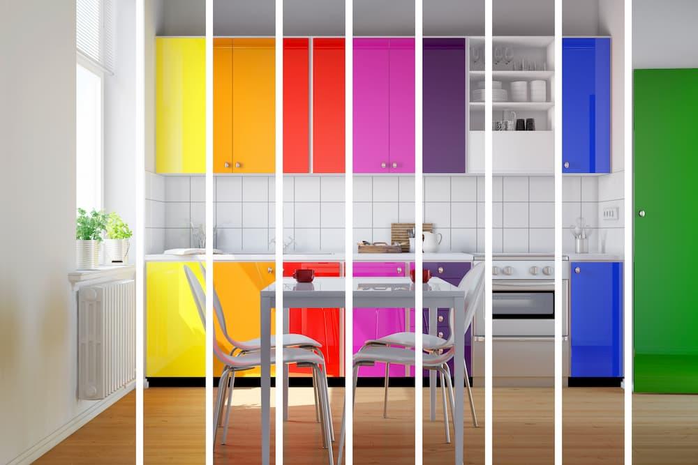 Bunte Küchenfronten © Robert Kneschke, stock.adobe.com